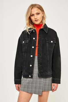 Shop women's denim jackets at Urban Outfitters. Choose your washed, oversized or sherpa denim jacket in black, blue and pink from BDG and other brands. Oversized Black Denim Jacket, Black Denim Jacket Outfit, Sherpa Denim Jacket, Vintage Levis Denim Jacket, Jean Jacket Outfits, Cropped Denim Jacket, Winter Looks, Urban Outfitters, Jeans Levi's