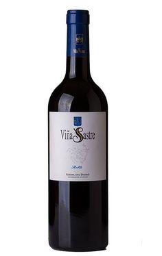 Viña Sastre Roble 2016 por sólo 7,90 € en nuestra tienda En Copa de Balón:    https://www.encopadebalon.com/es/ribera-del-duero/1901-vina-sastre-roble-2016    Viña Sastre Roble 2016, elaborado con tempranillo, nos parece un vino muy frutal, mineral y equilibrado. Un buen Roble.  En los años 50 Severiano Sastre comenzó con los vinos de esta Bodega en La Horra, en la Ribera del Duero, actualmente se sigue con la misma filosofía, producción limitada con ilimitados cuidados.