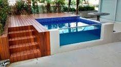 Resultado de imagem para piscinas suspensas+deck de madeira