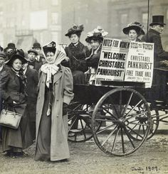 Christabel Pankhurst and Mary Gawthorpe welcomed at Manchester 1907 Christabel was introduced to Amelia by her son Walter Peabody Emerson (or Ramses as he was known) in the Chapter of 'The Ape Who Guards the Balance' Mary Shelley, London History, British History, Vintage London, Old London, Old Photos, Vintage Photos, Socialism, Feminism