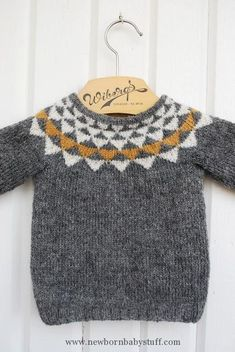 Baby Knitting Patterns Oh geez. Can you imagine how cute with baby jeans cuffed up … Knitting For Kids, Baby Knitting Patterns, Knitting Ideas, Little Fashion, Kids Fashion, Pull Bebe, Baby Jeans, Baby Sweaters, Pulls