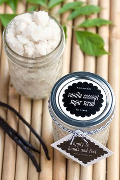 Homemade Vanilla-Coconut Sugar Scrub with Luxe Tags and Labels from Evermine… 30 Diy Christmas Gifts, Christmas Mason Jars, Mason Jar Diy, Christmas Presents, Christmas Ideas, Holiday Ideas, Christmas Decorations, Homemade Gifts For Girlfriend, Vanilla Sugar Scrubs