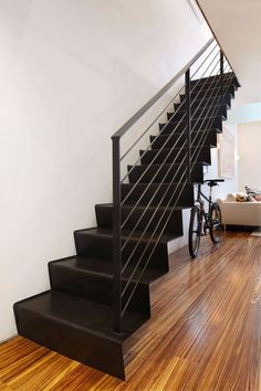 Advantages of metal stairs over woodRead our article on the advantages of metal stairs over wood, the advantages of using steel stairs in your home, metal and wooden stairs for your home and the advantages Staircase Metal, Floating Staircase, Wooden Staircases, Wood Stairs, Stair Railing, Staircase Design, Stairways, Steel Stairs Design, Stair Lift