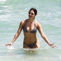 Katharine McPhee Photos Photos - Katharine McPhee is spotted at the beach with a friend in Miami, Florida on September 25, 2016. - Katharine McPhee and Her Friend Hit the Miami Beach