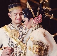 Traditional bugis Wedding Prep, Dream Wedding, Home Fashion, Autumn Fashion, Indonesian Wedding, Wedding Suits, Wedding Dresses, Kebaya, Traditional Dresses