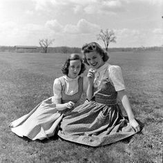 vintage everyday: Fashion for Teen – 33 Charming Snapshots Captured Young Girls in Dresses During the 1950s