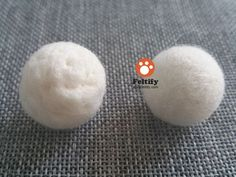 How to make your needle felting craft even and smooth? In last lesson of <Needle Felting: From Beginner to Master> and additional tutorial <How to make needle felted wool ball with short fiber wool? >, we've left a question for you:. Wool Needle Felting, Needle Felting Tutorials, Needle Felted Animals, Felt Animals, Nuno Felting, Felted Wool Crafts, Felt Crafts, Diy Crafts, Wooly Bully