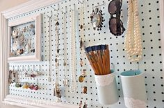 Look at this neat jewelry holder you can make out of things you have at home!