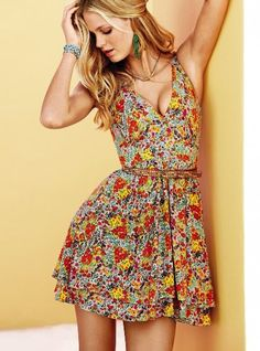 This dress makes me ready for summer and warm weather!