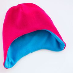 This fleece hat with ear flaps pattern comes over the ears to make it perfect for cold weather. The free patterns are for baby up to adults.
