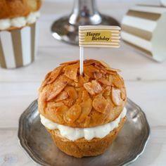 Bienenstich Cupcakes mit Vanillesahne