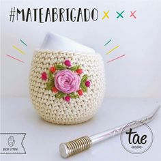 #mate #tejido #crochet #habdmade Crochet Cup Cozy, Crochet Home, Knit Crochet, Crochet Projects, Sewing Projects, Mug Cozy, Mother Gifts, Tatting, Free Pattern