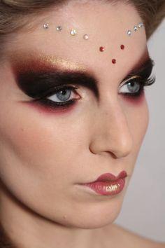 Circus Makeup, Carnival Makeup, Makeup Inspo, Makeup Art, Makeup Inspiration, Movie Makeup, Maquillage Halloween, Halloween Makeup, Futuristic Makeup