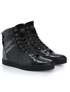 High-top sneaker in pelle con pannelli in micropaillettes, dettagli in vernice, H laterale, cinturino posteriore e zeppa invisibile interna. Dall'attitudine rock.