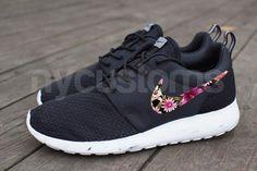 Livraison gratuiteNike Run Roshe noir Bouquet Floral par NYCustoms