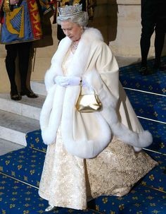 Queen Elizabeth II attends the State opening of Parliament on Tuesday, May God Save The Queen, Hm The Queen, Royal Queen, Her Majesty The Queen, English Royal Family, British Royal Families, Fur Fashion, Royal Fashion, Estilo Jackie Kennedy
