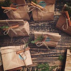 У нас пахнет праздником и хвоей Так выглядит упаковка печенья с предсказаниями они в sweetslab ой какие веселые и необычные В наличии есть немного наборчиков возможна доставка на завтра... Доброго вечера всем нам by kkristisha_sweetslab
