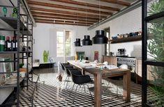 kücheneinrichtung schwarze pendellleucheten holztisch pflanzen