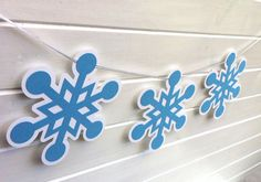 Snowflake Bunting/Garland. Christmas decor, Frozen birthday party theme.  Blue and white, red & white, or metallic gold & silver for some Christmas sparkle!