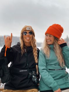 Surfergirl Style, Snowboarding Style, Snowboarding Women, Snowboard Girl, Womens Snowboard Jacket, Ski Girl, Ski Season, Best Friend Photos, Winter Pictures
