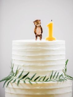 Obsessed with this birthday cake with minimal forest motif! - Cake - first birthday cake-Erster Geburtstagskuchen Themed Birthday Cakes, Bear Birthday, First Birthday Cakes, 1st Birthday Parties, Birthday Ideas, Simple 1st Birthday Party Boy, Simple Birthday Cakes, One Year Birthday Cake, White Birthday Cakes