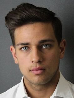 Want a modern haircut and chic. Then I bring several photos of hair styles for men