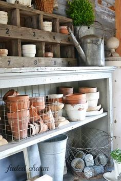 41 Touch DIY Project Summer for Small Garden Design Ideas potting shed Shed Decor, Potting Tables, Greenhouse Gardening, Greenhouse Ideas, Outdoor Greenhouse, Gardening Tools, Flower Gardening, Container Gardening, Potting Sheds