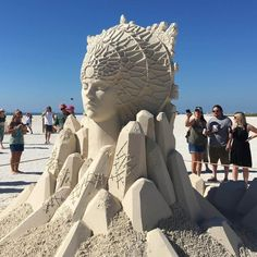 It's absolutely amazing what kind of impressive things you can build with just sand and water. Here are 55 examples of mindblowing sand sculptures! Friendship Photos, Big Animals, Sand And Water, Sand Art, Star Sky, Treasure Island, Japanese Artists, Photomontage, Nature Photos