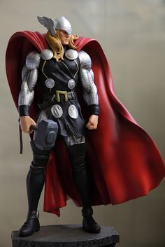 Bowen Design Statue of the Odinson Thor Comic Book Characters, Comic Book Heroes, Marvel Characters, Comic Character, Comic Books Art, Marvel Dc, Poses, Marvel Statues, The Mighty Thor