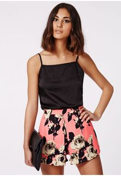 Our colour pop pink, front pleat skort is sure to add a bit of fun to your new season look. With a floral rose print and in embossed fabric, these high waisted beauts will add real style kudos to your look. Style yours with the matching bom...