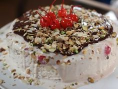 You'll find the ultimate Siba Mtongana Speedy Ice Cream Cake recipe and even more incredible feasts waiting to be devoured right here on Food Network UK. Sibas Table Recipes, Cake Recipes Uk, Dessert Recipes, Eid Recipes, Fast Recipes, Crockpot Recipes, Cooking Recipes, Food Network Uk, Food Network Recipes