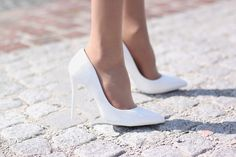 moda-eny.blogspot.com: PROSTA SUKIENKA Z OZDOBNĄ DUŻĄ FALBANĄ #fetishpantyhose #pantyhosefetish #legs #heels #blogger #stiletto #pantyhose #collant #tan