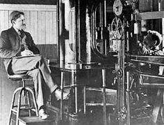 O trabalho de Frederick Taylor foi altamente questionado pelos seus colegas, que estranhavam o homem que andava de cronómetro e caderno na mão, a medir tempos dos trabalhadores: na busca da derradeira eficiência, Taylor chegou ao limite de coreografar os movimentos e as pausas dos operários por tarefas, para evitar simultaneamente o desperdício de tempo e de força e o desgaste excessivo da mão-de-obra.