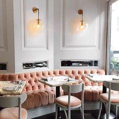 "1,309 Me gusta, 30 comentarios - One Kings Lane (@onekingslane) en Instagram: ""On Wednesdays, we drink pink. Spending our evening scouting the latest neighborhood haunts.…"""