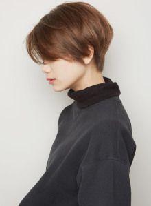 日本人は後頭部に丸みがない『絶壁頭』の方が多いです。後頭部に丸みが欲しい時はショートボブがオススメ!ショートボブなら絶壁頭をカバーして骨格を綺麗に見せてくれます。ショートボブは後頭部に髪の重なりで自然な丸みが作りやすいです!スタイリングも乾かすだけでOK!!骨格をカバー出来るショートボブにしたい方は中井までご相談下さい。