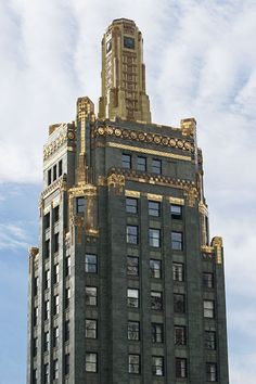 The historic Carbide & Carbon building, a Burnham Brothers Art Deco masterpiece on N. Michigan Ave in Chicago.