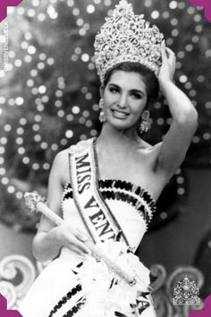 Carolina Eva Izsák Kemenyfy. Miss Amazonas 1991. Miss Venezuela 1991  Estudiante de Urbanismo de la Universidad Simón Bolívar.