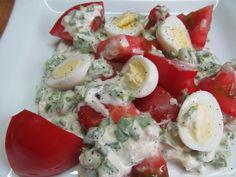 Томатный салат с яйцами под соусом из редьки   Кулинарные рецепты с фото пошагово