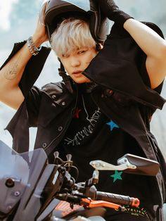 Don't mess up my tempo x Chanyeol Baekhyun Chanyeol, Chanyeol Wallpaper, Shinee, Rapper, Kim Jong Dae, Baekyeol, Kim Minseok, Exo Ot12, Exo Memes