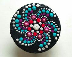 Ardesia ~ dipinti Rock ~ pietra magnete Clip - Dot Art ~ idee regalo ~ Regali Oggettistica per la casa colorati ~ dipinta a mano da Miranda Pitrone
