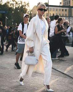 19 the best female street style from milan fashion week 10 Fashion Week, Street Fashion, Fashion Looks, Fashion Trends, Fashion Ideas, Mode Queer, Queer Fashion, Fashion Fashion, Milan Fashion