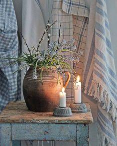 You can`t use up CREATIVITY. Coastal Living Rooms, Cottage Living, Shabby Cottage, Coastal Cottage, Coastal Style, Cottage Style, Country Blue, Country Decor, Vibeke Design
