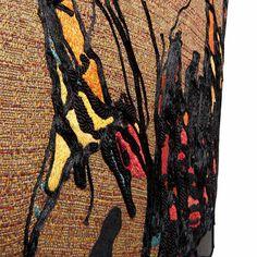 Chaise vintage brodée de fils de soie et galons de soie