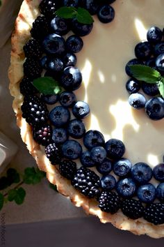 Mascarpone and white chocolate tart with black and blueberries - foodohfood