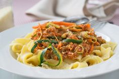 karottensauce pasta von www.at Salmon Pasta, Frutti Di Mare Recipe, Carrot Pasta, Main Dishes, Side Dishes, Austrian Recipes, Penne, Seafood Recipes, Recipes