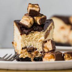 Caramel Apple Streusel Pie The Cheesecake Factory, Oreo Crust Cheesecake, Cheesecake Recipes, Snickers Dessert, Snickers Cake, Pumpkin Cheesecake, No Bake Desserts, Just Desserts, Desert Recipes