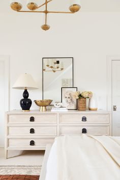 My Parents' Guest Bedroom Makeover - bedroom inspirations Bedroom Dressers, Bedroom Furniture, Furniture Makeover, Bedroom Dresser Styling, Dresser Top Decor, Console Styling, White Furniture, Home Bedroom, Bedroom Decor
