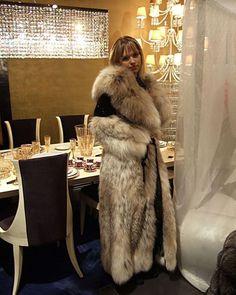 Lynx, Long Fur Coat, Fur Coat Fashion, Cosy Outfit, Fox Coat, Fur Clothing, Fabulous Furs, Fur Collars, Fox Fur