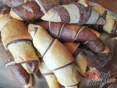 Perfektní snídaně nebo svačina - měkkoučké dvoubarevné rohlíky (croissanty) z kynutého těsta | NejRecept.cz