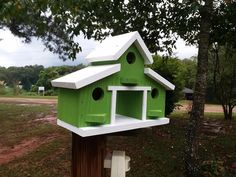 Barn birdhouse rustic barn bird house outdoor gifts for Dad Outdoor Gifts, Outdoor Decor, Homemade Bird Feeders, Bird House Plans, Small Barns, Small Woodworking Projects, Bird Houses Diy, Miniature Houses, Rustic Barn